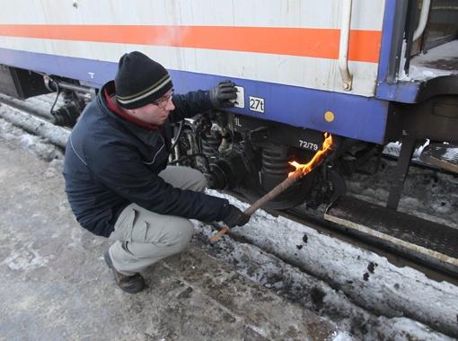 На станції «Сихів» вагон примерз до рейок