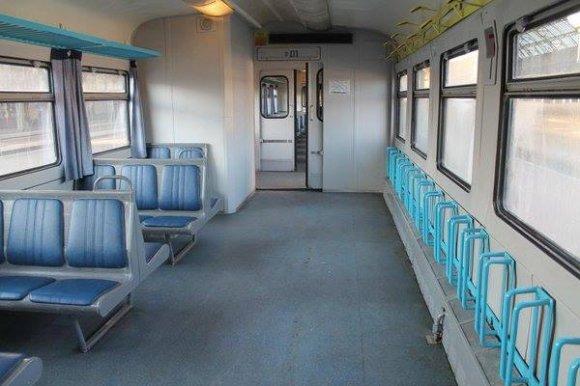 На рейки Львівського метрополітену стали веловагони