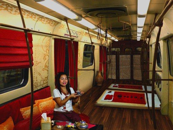 У Львівському метро будуть вагони тайського масажу