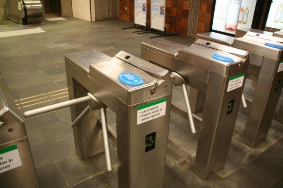 Львівські школярі їздитимуть на метро безкоштовно